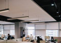 Meble w biurze – jak je wybrać, aby stworzyć stylową i praktyczną przestrzeń?